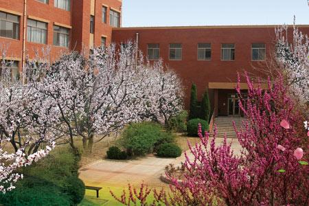 滨州学院成人高考教学楼